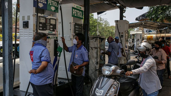On Sunday, the prices of petrol and diesel remain unchanged at the same price as it was on Saturday. (Bloomberg)