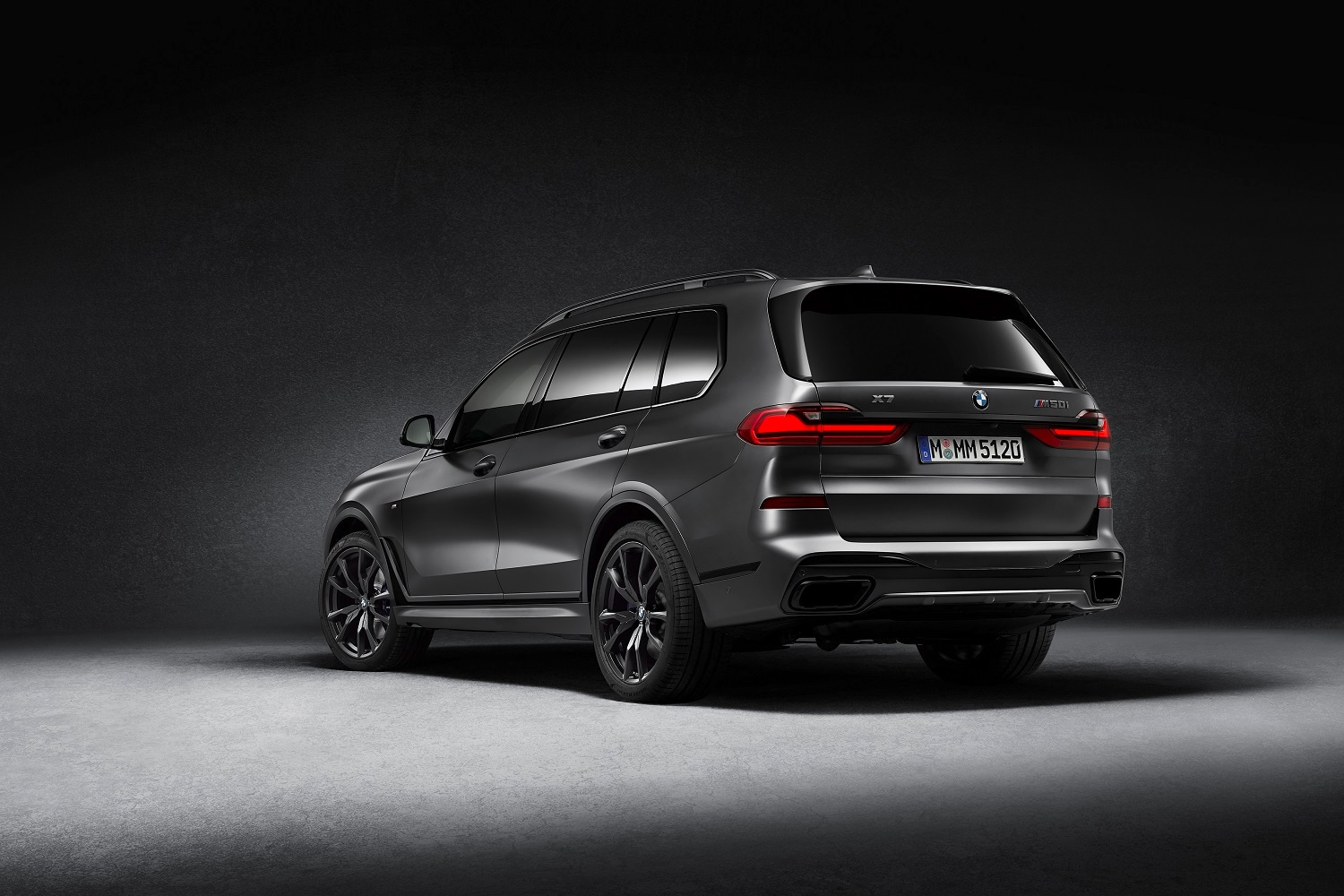 The BMW SUV sits on 22-inch M light-alloy wheels in V-spoke design with a Jet-Black matt finish and fitted with mixed tyres. Power comes from a 2993 cc three-litre six-cylinder diesel engine which has an output of 400 hp and a maximum torque of 760 Nm.