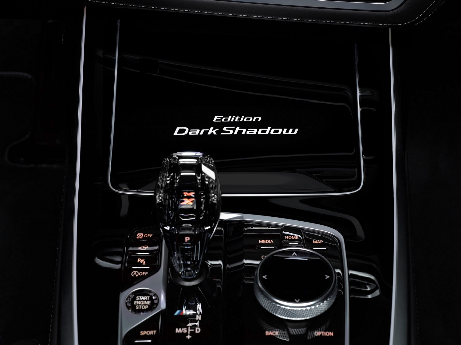 Transmission duties are handled by an eight speed steptronic sport automatic unit. The new BMW X7 M50d comes as standard with the M Sport differential and a model-specific chassis set-up.