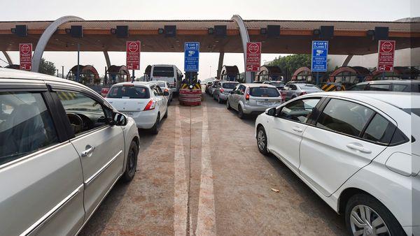 Vehicles move slowly through the Jewar toll plaza on the Yamuna Expressway in Gautam Buddha Nagar district. (File photo) (PTI)