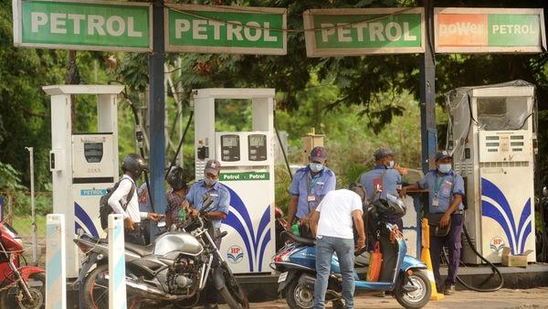 Attendants at a petrol pump filling fuel tanks of motorists in Mumbai. (Photo by Vijay Bate/HT Photo)