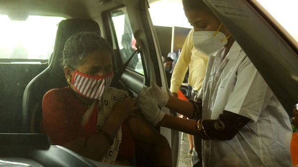 Kolkata gets its first drive-in vaccination centre at the Quest Mall in Park Circus area. (File photo) (HT PHOTO)