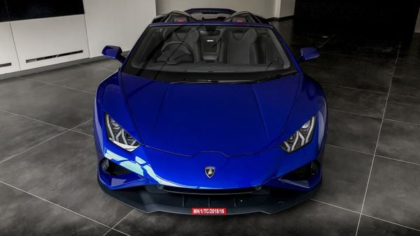 It is powered by a 5.2-litre V10 engine that can generate a massive power of 602 bhp and a peak torque of 560 Nm. With a top speed of more than 320 kmph, the Huracan Evo RWD Spyder can reach 100 kmph in just 3.5 seconds.