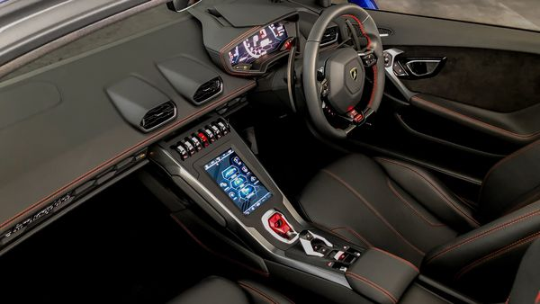 The all-new RWD Spyder has the same cabin as the Huracan EVO RWD Coupe. The 8.4-inch touchscreen is mounted on the centre console and the touchscreen is tuned with Apple CarPlay and Amazon Alexa voice recognition features.