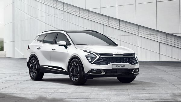 The front face of the 2022 Sportage SUV gets straight lines with a large grille, split at the corners by the LED daytime running lights in the shape of a boomerang.