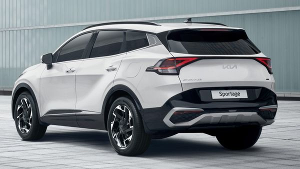 At the rear, the 2022 Sportage SUV has a clear similarity with the Kia EV6's tailgate design and the roofline. The taillights are linked by a horizontal strip that runs across the tailgate, in contrast to a clean design tinged with the thick black bumper and skid plates.