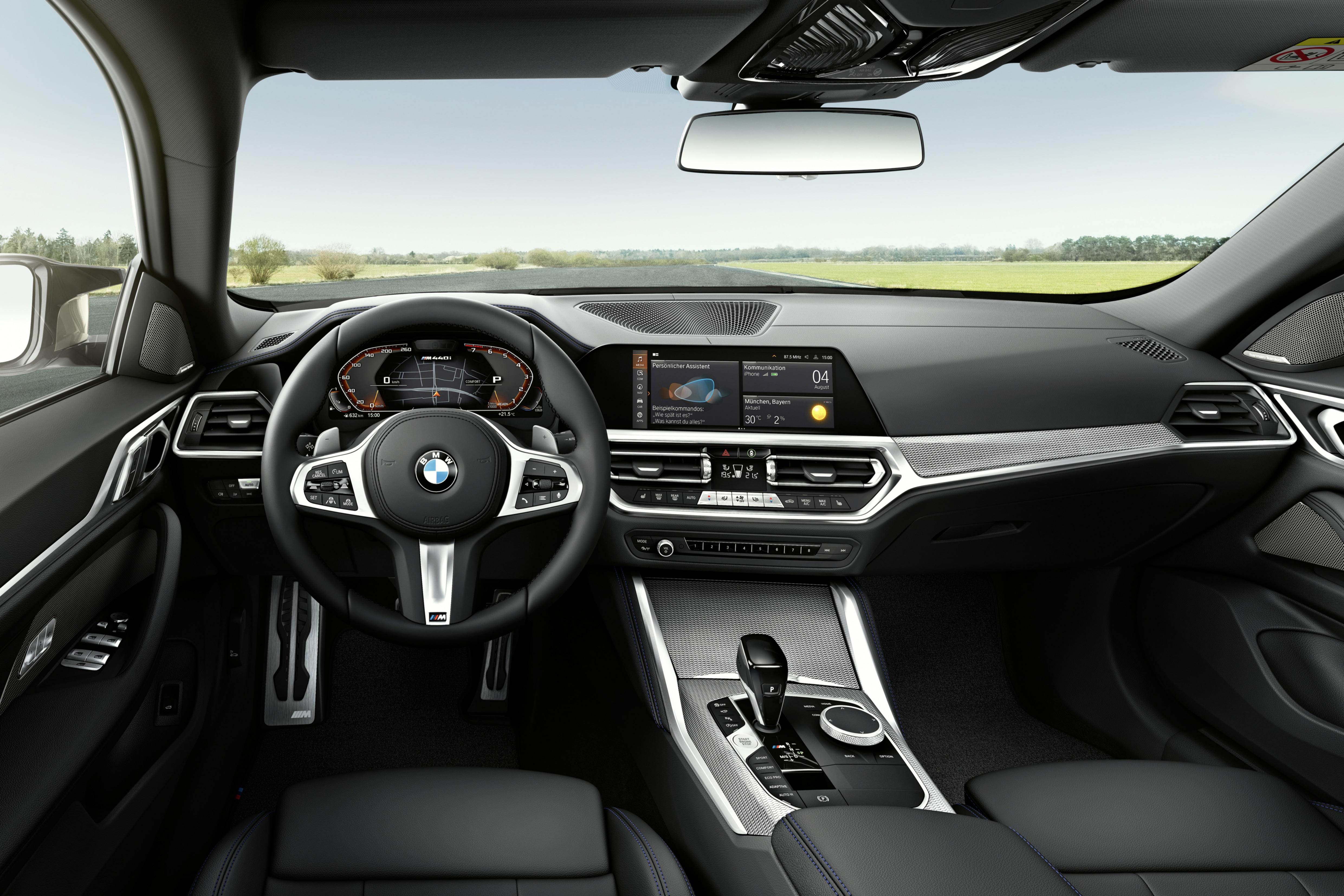El interior del BMW Serie 4 Gran Coupé cuenta con un panel de instrumentos totalmente digital de 12,3 pulgadas y una pantalla táctil de 8,8 pulgadas.