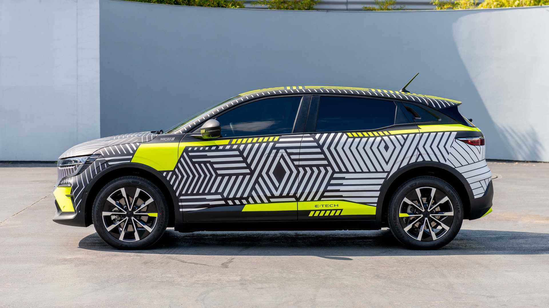 The Renault Megane E-Type electric hatchback gives a liquid look on the outside.
