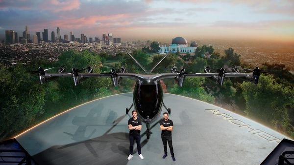The newly shown Flying Taxi can reach a speed of 240 km / h in 100 km.  See details here