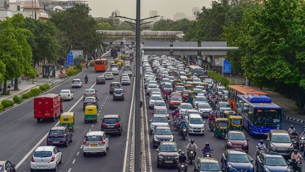 In Delhi you cannot drive at more than 70 km / h.  Here's why