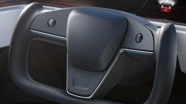 The sleek and minimalist steering wheel give the electric vehicle a futuristic look. Tesla has also clarified that it can attain its maximum speed of 321 kmph but only with proper tires. And, it can be charged in 15 minutes with Superchargers. (Tesla)