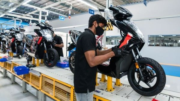 A view of the vehicle assembly line at the Ather factory.