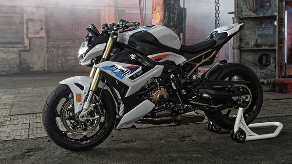 2021 BMW S1000R is a litre class naked super bike.