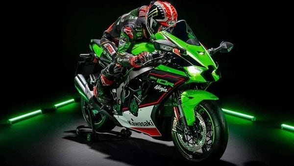 For 2021, the Ninja ZX-10R has received a number of new updates from the inside out.