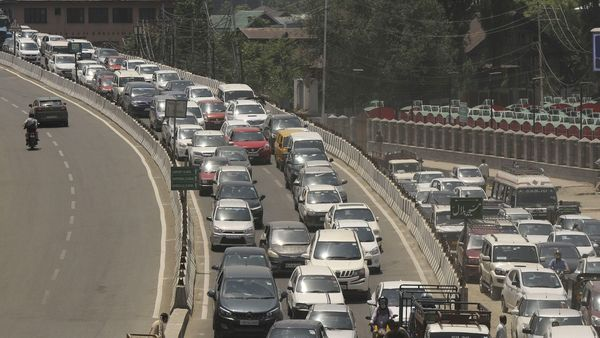 A traffic jam after markets partially opened due to lockdown relaxations, in Srinagar (File photo by Waseem Andrabi/Hindustan Times)