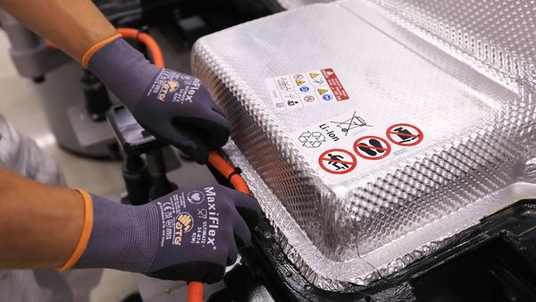 GM to supply electric batteries to Wabtec locomotives for hydrogen fuel cell systems
