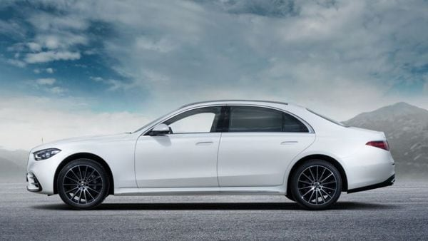 S-Class 2021 Launch Edition will be offered with 450 4Matic (petrol) and 400d 4Matic (diesel) engines under the hood. While the former has 362 hp and 500 Nm of torque, the diesel unit offers 326 hp and mammoth 720 Nm of torque.