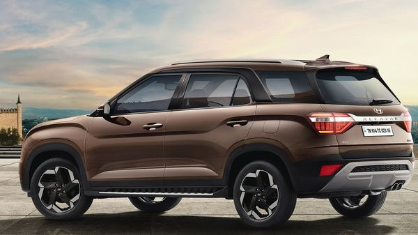 Alcazar is being offered in three broad variants - Prestige, Platimun and Signature. The latest from Hyundai will be available in six single-tone and two dual-tone colour options..