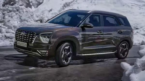 The Alcazar SUV looks like the big brother of Creta and borrows certain undeniable similarities from the mid-size SUV, especially in terms of the headlamps, taillights, LED daytime running lights, grille and alloy wheel design. Some distinctive design elements on the Alcazar differentiate it from Creta.