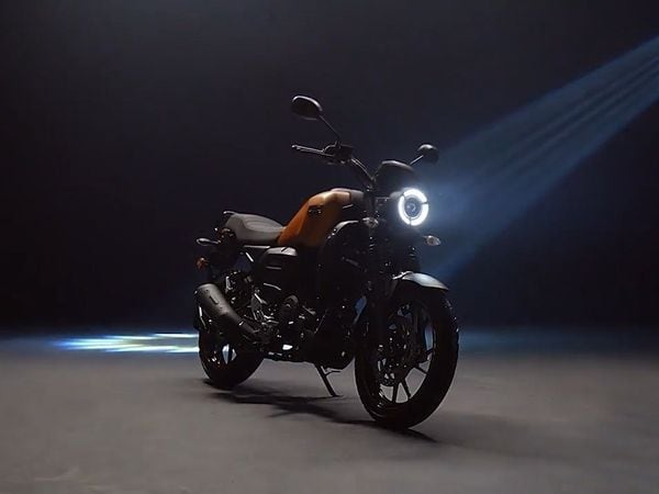 The FZ-X sports a full LED headlamp at the front. In addition, there are LED tail lamps at the back that add a touch of modernity on the motorcycle.