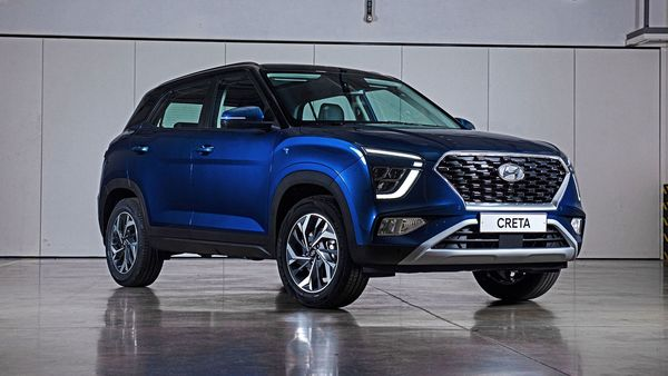 On the sides, both the new Creta and Alcazar SUVs get a muscular arch around the wheels. The new Creta will also have a blacked out A and C pillar, similar to that in Alcazar. In the previous Creta models, the A and C pillars had silver colour instead of black.