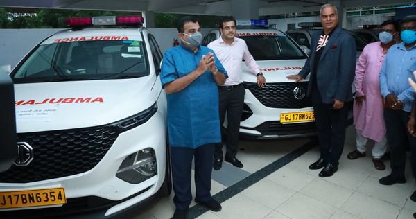 Union Minister Nitin Gadkari was present during handing over of the MG Hector ambulances.