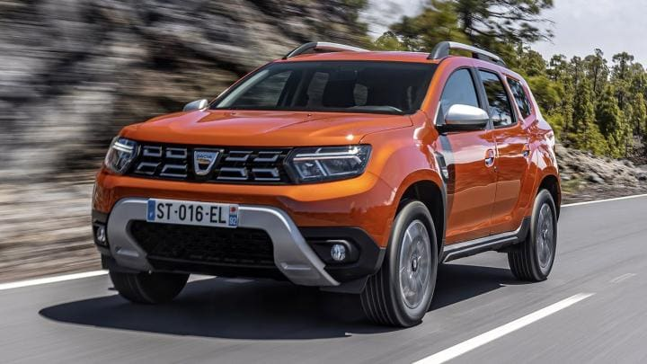 The new Duster receives Y-shaped headlight design along with a chrome grille that differentiates it from the existing model.