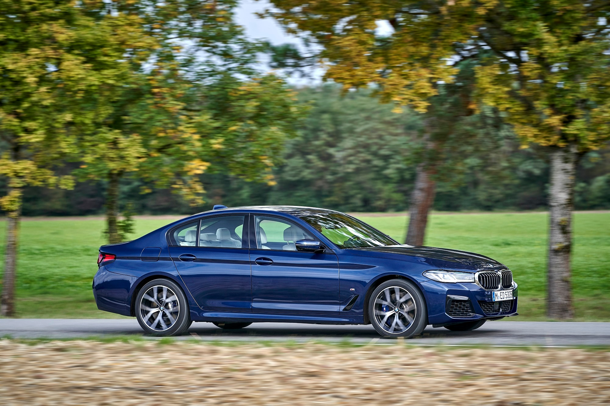 The new 5 Series is going to be available in one petrol (BMW 530i M Sport) and two diesel variants (BMW 530d M Sport and BMW 520d Luxury Line).