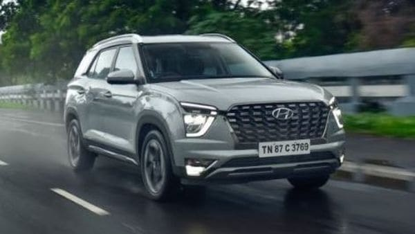 Hyundai recently launched its much awaited Alcazar three-row SUV in the Indian market. The SUV aims to build a solid reputation for itself in the premium mid-size SUV segment. With Alcazar, Hyundai is prioritizing styling, features, space and drive to be above all else.