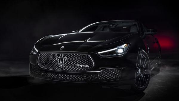 Maserati Ghibli Operanera and Operabianca. The cars had an exclusive global premiere in Tokyo. (Maserati)
