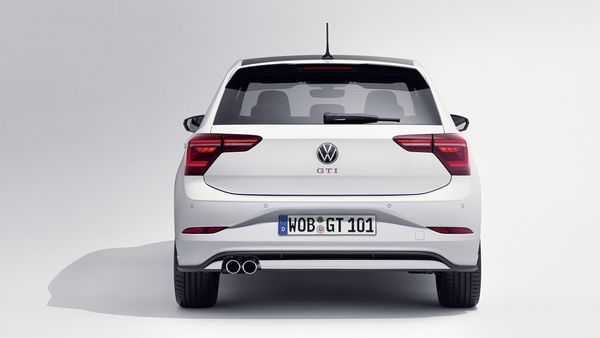 The most striking visual change is found at the rear, with redesigned LED taillights with animated brake light and dynamic turn signals.