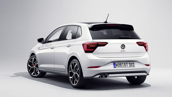 Based on the MQB platform, the new Polo GTI now sports an updated image in line with the changes introduced in the standard versions of the Volkswagen Polo. It stands out from other Polo models for its contrasting IQ.Light LED matrix headlights and red decorative strips in the radiator grille.