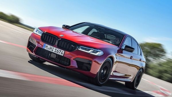 The face of the BMW M5 Competition is dominated by newly designed BMW Laser lights and L-shaped light tubes. The kidney grille surround, M-specific double bars and the mesh on the M grille have a High-gloss Black finish.