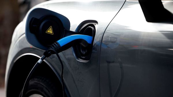 India plans to give aluminum battery a chance to take on use of lithium in electric vehicles. (File photo) (AFP)