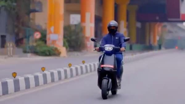 Ola Electric's first e-scooter seen on the road in a video shared by CEO Bhavish Aggarwal. (Photo courtesy: Twitter/@bhash)