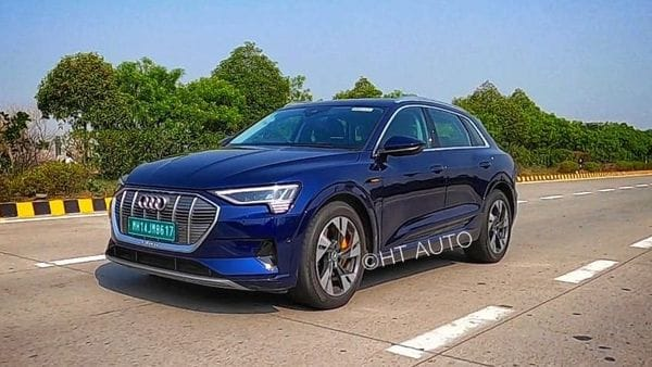 Audi is all set to launch its much awaited e-tron electric SUV in the country on July 22, alongside the stylish e-tron Sportback SUV. The company has already opened pre-bookings for both the EVs at a token amount of <span class='webrupee'>₹</span>5 lakh. (HT Auto/Sabyasachi Dasgupta)