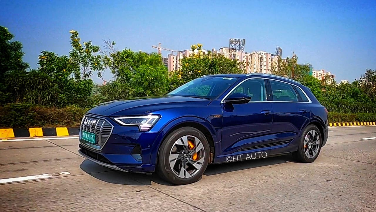 Audi is backing the design and performance capabilities of the e-tron SUVs. The e-tron weighs around 2.5 tonnes but still manages to sprint from 0-100kmph in just 5.7 seconds. (HT Auto/Sabyasachi Dasgupta)