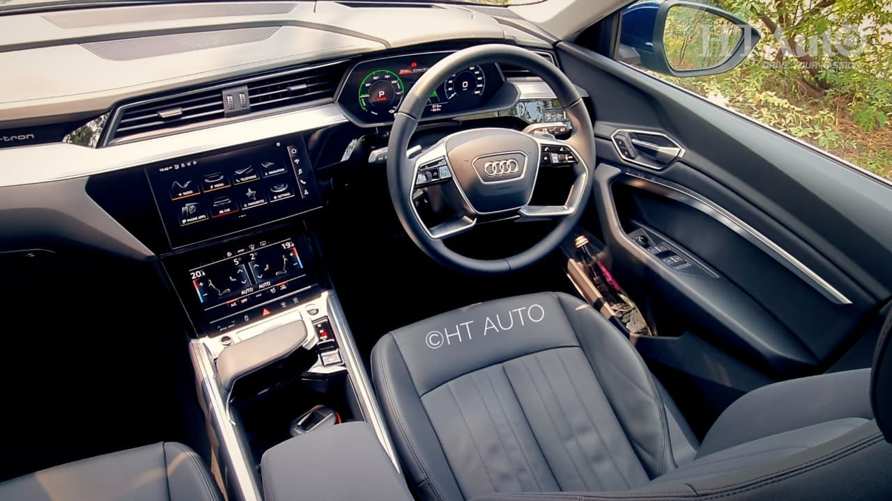 The cabin of the e-tron features well-appointed dashboard, a driver-oriented central console stack, soft-touch materials and a 10.1-inch central infotainment screen. There is also a second (8.6 inch) screen under the main unit to control operating HVAC. (HT Auto/Sabyasachi Dasgupta)
