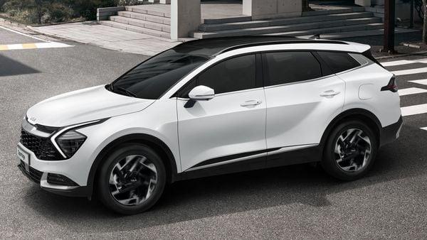 Kia's design language, called Opposites United, is at the core of the exterior design of the car. A black grille graphic stretches across the width of the face of the SUV. Also, there are boomerang-shaped LED DRLs that form the boundary for the Matrix LED headlights.