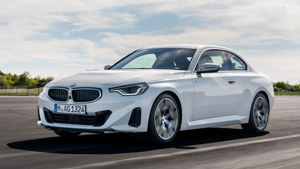 The BMW 230i Coupe gets a revised 2.0-litre 4-cylinder BMW TwinPower turbo engine. It is capable of churning out 255 hp of power and 400 Nm of torque. It can go from zero to 100 kmph in just 5.5 seconds.
