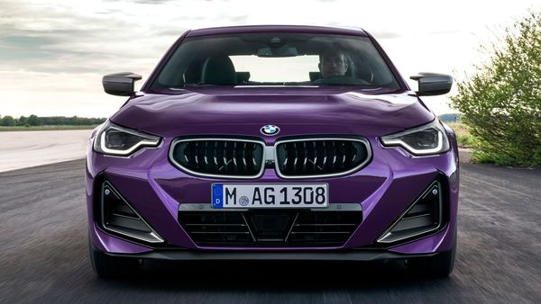 The BMW 2 Series Coupe gets striking and athletic new exterior design with three-dimensional surfaces, triangular forms and diagonal lines. The new, turbine-style BMW kidney grille gives the car a wider look.