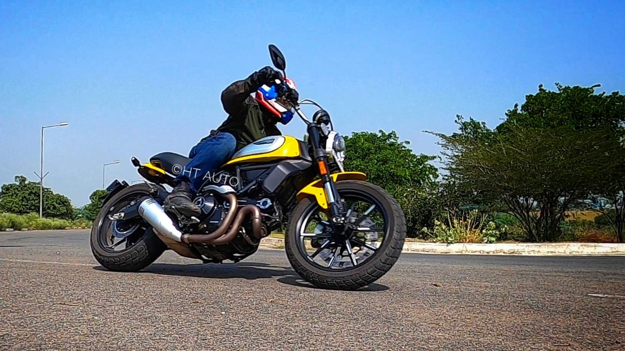 Handling is light and nimble on the Ducati Scrambler Icon thanks to its low bodyweight and wide handlebar.
