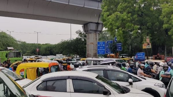 Commuters waded through water-logged streets amid traffic snarls in the national capital. (HT Auto)