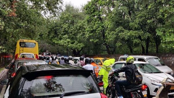 A choker blocked road between Delhi and Gurugram on Tuesday morning. (Photo: Shubhodeep Chakravarty/HT Auto)