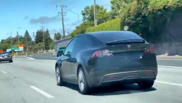 The new Tesla Model X has been spied testing near the EV maker's Fremont plant. (Image: Twitter/Wilson Lam)