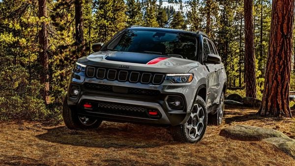 2022 Jeep Compass gets LED headlamp and redesigned LED taillight.