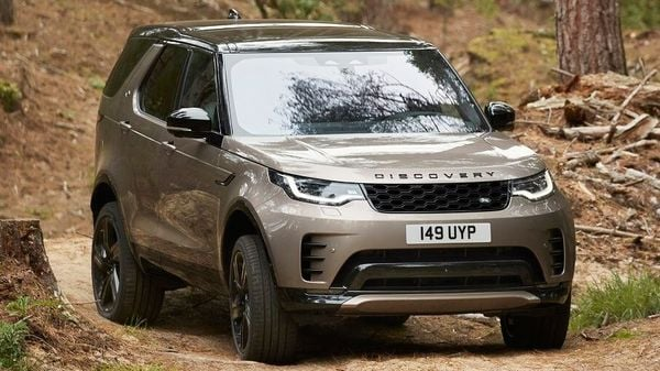 The latest Land Rover Discovery gets new signature LED headlights with DRLs at the front, among other exterior highlights.