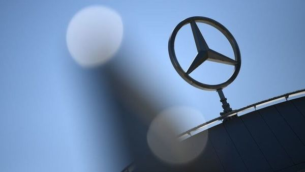 File photo: Daimler AG logo (REUTERS)