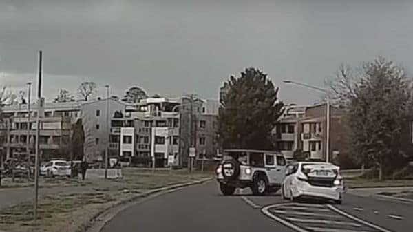The Jeep Wrangler rammed into the police car multiple times. (Image: Youtube/Dashcam Owners Australia)