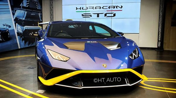 The launch livery of Giallo Belenus and Blu Notte seek to highlight the racing and youthful appeal of Lamborghini Huracan STO